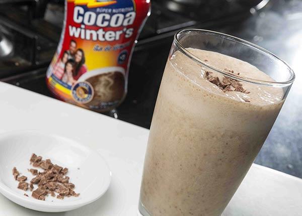 Jugo de plátano con leche y cocoa